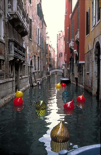 http://venicewindows.com/venice/images/DaleChihuly.jpg